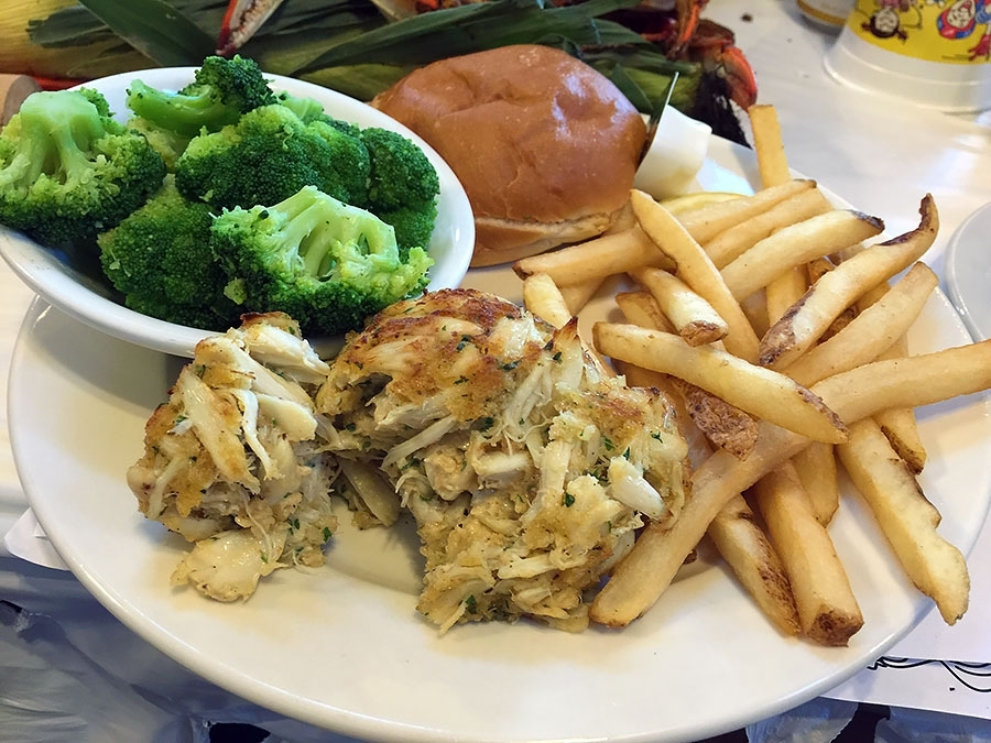 Kahler's Crab House Single Crab Cake Platter