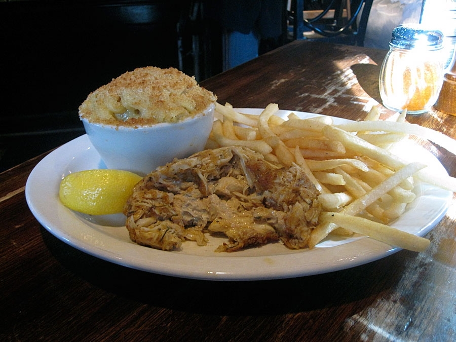Mama's On The Half Shell Single Crab Cake Platter