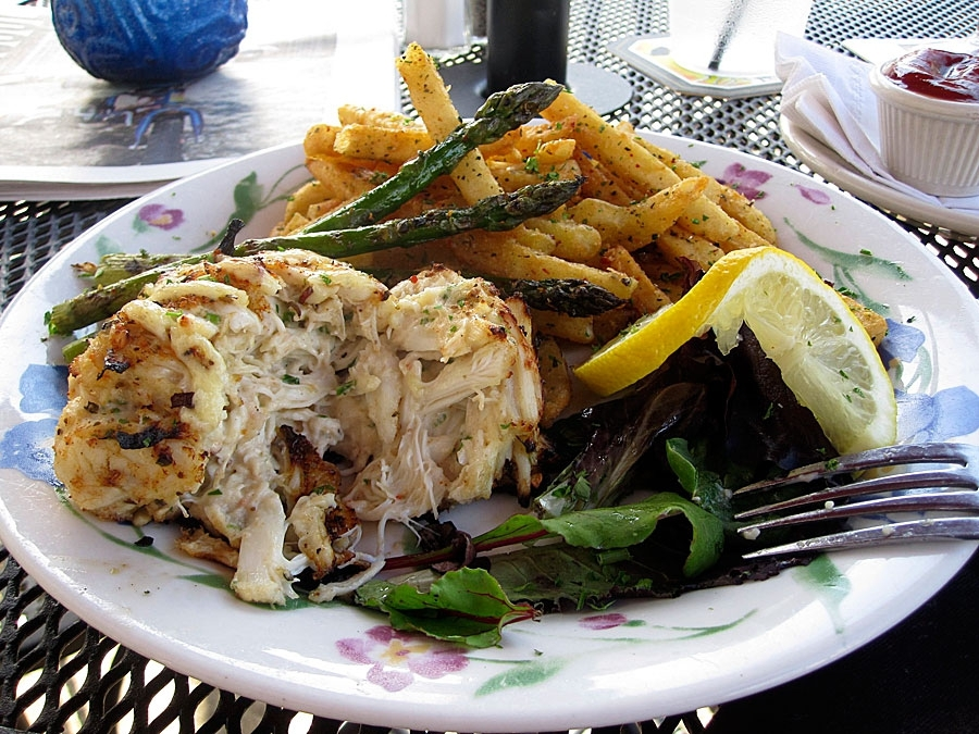Annabel Lee Tavern Single Crab Cake Platter